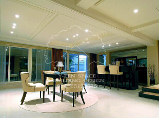 低调奢华,是一种生活态度,一种具有高贵品质的优越品位的生活方式,一种优质生活的表达,一种格调与品位的象征,同时也是一种风格的追求。,235平,235万,现代,别墅,餐厅,淡黄色,