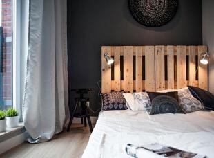 """落地窗配着底床简约,床头两边灯具一点巧思就能化""""简陋""""为 """"醒目""""。,40平,5万,简约,一居,"""