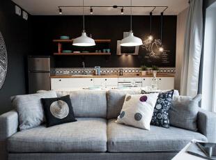 布艺沙发出现中和了空间的清冷,落地式的木质储物架,充满DIY的痕迹,可以自由组合,绐你更多的想象空间,40平,5万,简约,一居,
