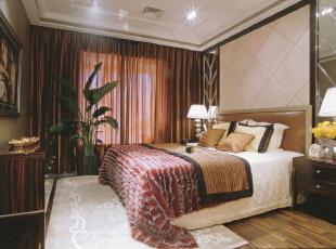 卧室的整体感觉端庄优雅,仿佛将人带入十八世纪保守意大利贵族的舞会中,欧式风格也是最能体现身份地位的一种风格。,246平,20万,欧式,别墅,