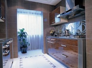 厨房:整齐划一的开放式厨房,显示了业主对生活的热爱,246平,20万,欧式,别墅,