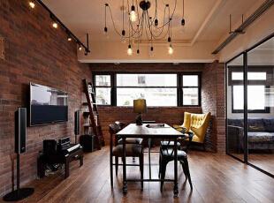 整个客厅区域内家居摆设相对都非常简约,这让整个客厅空间都显得尤为简约舒适,狭长的窗户给予这间屋子明亮的天然采光,屋内简约的布局衬托下让这间客厅更显休闲惬意。,60平,5万,混搭,小户型,