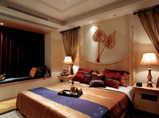 芭蕉傘,感觉到热带雨林的气息了吗,其风格的竹艺床也是任性。金色是东南亚的贵族色,彰显格调。,172平,32万,混搭,大户型,