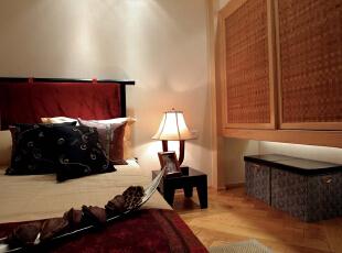 充满情怀的客房无论床的材质还是床头柜的乖巧都是那么的萌萌哒。,172平,32万,混搭,大户型,