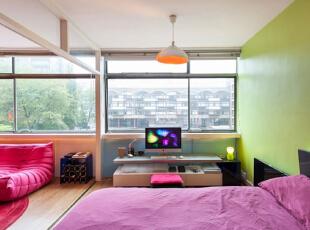运用饱和系的颜色来呈现,让整间公寓都显出一种活泼轻松的感觉,五彩缤纷的颜色在小小的空间中进行碰撞,使这间小户型公寓拥有了独特的魅力,43平,3万,现代,小户型,卧室,绿色,白色,