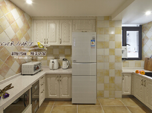 04-厨房 厨房是女人的天堂,原本狭窄的空间被合理改造之后,变得宽敞明亮。搭配暖黄的复古面砖,更添温馨优雅,还女人一个美食梦,使之活色生香。,120平,9万,美式,四居,厨房,黄白,