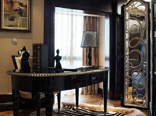 欧式三居-上海欧式风情演绎80后的尊贵与时尚