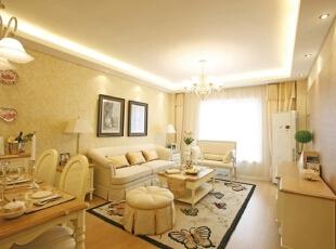 简欧风格则在古典欧式风格的基础上,以简约的线条代替复杂的花纹,采用更为明快清新的颜色,家具漆多为白色,本案中为了是软装与硬装色调统一,家具采用了奶白色混油与橡木色混搭的油漆工艺。,120平,17万,欧式,三居,客厅,黄白,