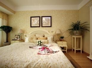 主卧室的正面效果,温馨浪漫的色调,能给人一种很放松的感受。,120平,17万,欧式,三居,卧室,米黄色,