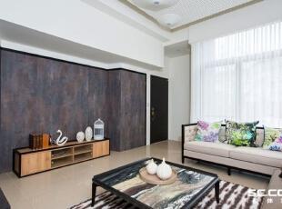 电视墙的材质是最新研发的美耐板,表面纹理带有铁锈的效果,色泽上也十分细致,98平,中式,两居,客厅,原木色,黄白,