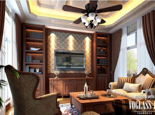 客厅作为待客区域,一般要求简洁明快,同时装修较其它空间要更明快光鲜。本案中的客厅具有浓厚的历史文化气息,新古典式的家具,仿古怀旧设计的风扇灯,美式乡村风格的条纹抱枕,无一不在诉说着他的文化感。,350平,200万,美式,别墅,