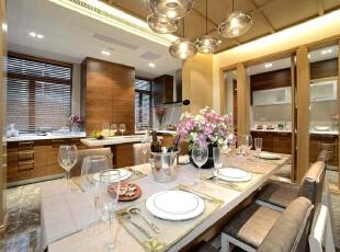 餐厅:整个空间纯白简单,可以让业主享受生活的快乐,202平,20万,现代,三居,