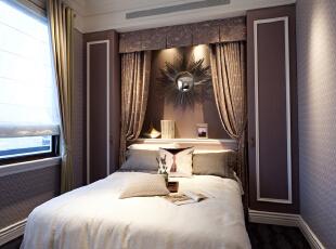 卧室:繁花似锦的地毯,奢华的装饰镜,敦厚精美的床,都能带出古典欧式风格特有的质感。,221平,30万,欧式,三居,卧室,粉色,