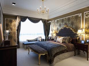 卧室的整体感觉端庄优雅,仿佛将人带入十八世纪保守意大利贵族的舞会中,欧式风格也是最能体现身份地位的一种风格。,221平,30万,欧式,三居,卧室,浅棕色,白色,