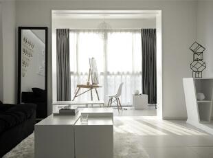 有没有发现沙发旁边有一个全身镜,哈哈,看来女主很爱美呢,阳台一个椅子,一套画板,暖暖的阳光照在白色的窗帘上,99平,7万,现代,两居,客厅,阳台,白色,