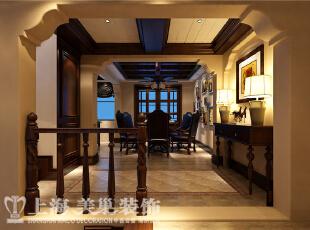 水映唐庄180平米装修样板间-餐厅效果图,餐厅跟开放式厨房相连,以中间的导台为分隔。地面采用仿古手工砖。顶面利用原先梁体的结构,做休整。墙体主要材质是乳胶漆。,180平,20万,美式,别墅,餐厅,原木色,