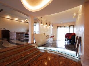 北京别墅装修设计——吧台 船形是酒吧台,船下玻璃地台,内铺满白砂及贝壳。,260平,36万,混搭,四居,白色,红色,黄色,
