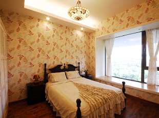 北京别墅装修设计——老人房 温馨舒适的花纹壁纸 暖色的床单, 木质的床 简约 大气柔和的灯光,260平,36万,混搭,四居,卧室,白色,黄色,红色,绿色,