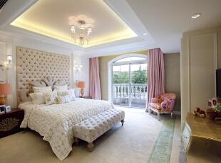 在床尾摆放长椅是欧式家居的一个特别细节,
