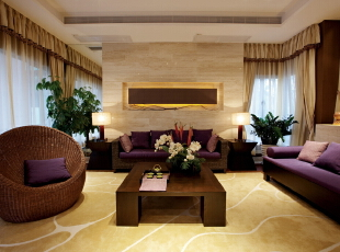 北京别墅装修设计—客厅 暖色的台灯 黄色随意条纹的地毯 现代气息的窗帘,195平,32万,中式,别墅,客厅,白色,黄色,紫色,原木色,绿色,