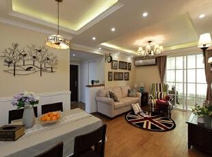 设计理念:虽然仅是115平米的房子,但是餐客厅一体,这样使房子的空间感比较大。简洁的吊顶划分使两个空间互不干扰。墙面素雅的壁纸反应了客户年龄的稳重,家具配饰颜色的搭配显示了一家人对生活的积极态度。,115平,13万,现代,两居,餐厅,原木色,