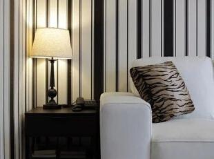 客厅设计    设计重点:灯光设计  暖柔的黄色灯光,给空间增添另外一种颜色,在以冷色调为主的房子中提供暖色,显得与众不同。,80平,68000万,简约,两居,客厅,黑白,