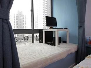 卧室设计    设计重点:飘窗设计   一看便给人以温暖舒适的感觉,正是飘窗功能的一大应用,可以采光,可以休闲,可以观景。,80平,68000万,简约,两居,卧室,白色,蓝色,