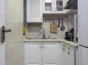 厨房设计    设计重点:L型操作台  适应厨房空间,采用了典型的L型操作台,颜色上主打白色,与整体颜色想协调。,80平,68000万,简约,两居,厨房,白色,