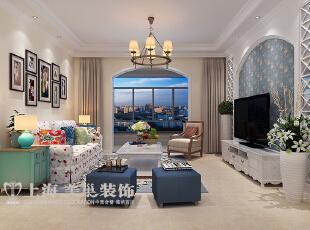 方圆经纬112平方两室两厅客厅装修效果图——客厅全景,经典白底红色的小碎花沙发,暖色的灯光和墙面,给人一种眼前一亮的感觉。,美式,客厅,白色,蓝色,