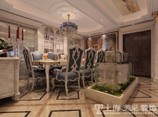 郑州正商铂钻300平方法式奢华装修样板间-餐厅效果图  法式家具很少有生硬的直线条,多采用柔和自然的曲线,最具代表性的便是法式椅子的椅子腿,以芭蕾舞为原型创造出来的,我们可以明显感受到那种非同凡响秀气与高雅,那种融于家具当中的韵律美。,300平,35万,小资,复式,餐厅,白色,