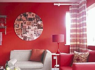 大面积的纯色容易显得单调,而一些格纹元素的加入便成了一种既实用又时髦、同时充满热情的元素。红色的大量运用过于热情,但和白色搭配出格纹之后,客厅空间明显就变得柔和很多。,70平,8万,现代,两居,客厅,黄色,