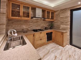 中 厨木色沉静,花砖张扬,狂热与静溢,两种相悖的情绪遗世而独立,却可以通过设计上的别具用心,将两者巧妙联结。,370平,296万,混搭,公寓,厨房,原木色,