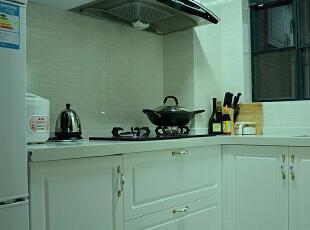 简约欧式风格沿袭古典欧式风格的主元素,融入了现代的生活元素。欧式的居室有的不只是豪华大气,更多的是惬意和浪漫。通过完美的典线,精益求精的细节处理,带给家人不尽的舒服触感,实际上和谐是欧式风格的最高境界。,78平,10万,欧式,两居,厨房,白色,