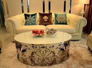 随着简约室内设计风格的升级和传统欧式风格的净化,不少人开始推崇和追逐简欧的家居风格。,78平,10万,欧式,两居,客厅,白色,