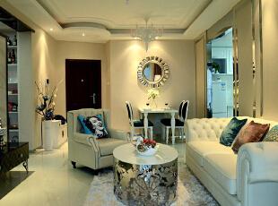 简约欧式风格沿袭古典欧式风格的主元素,融入了现代的生活元素。欧式的居室有的不只是豪华大气,更多的是惬意和浪漫。通过完美的典线,精益求精的细节处理,带给家人不尽的舒服触感,实际上和谐是欧式风格的最高境界。,78平,10万,欧式,两居,客厅,黑白,