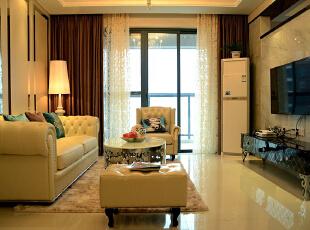 这种风格从整体到局部、从空间到室内陈设塑造,精雕细琢,给人一丝不苟的印象。一方面保留了材质、色彩的大致感受,可以领悟到欧洲传统的历史痕迹与深厚的文化底蕴,同时又摒弃了过于复杂的肌理和装饰,简化了线条。,78平,10万,欧式,两居,客厅,黄色,
