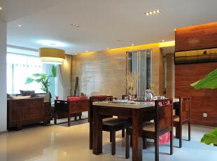 本案无论是室内家具的风格,还是整个内部装饰,中式传统文化的内涵都被诠释得淋漓尽致,完美地展示了中式文化的美感与历史的沉淀。总体布局对称均衡,端正稳健,而在装饰细节上精雕细琢,富于变化,充分体现出中国传统美学精神。  整体风格上设计师把握了大气和稳重的家居氛围,大量使用实木,奠定了中式基调,柔和的质地,淡淡的木香和细腻的纹理,让家中充满了书香门第的雅致与韵味。而凳椅、屏风、茶几、书桌、画案这些中式风格元素的溶入,彰显出一种内敛而高贵的风范。优雅的青花瓷恰到好处地点缀了家中各个角落,营造出浓厚儒雅的中式文化氛围,为生活增添了一丝淡雅的怀旧感,一种说不出道不明的灵性生活味道。,148平,13万,现代,三居,餐厅,客厅,原木色,白色,
