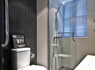 北京别墅装修设计—卫生间 卫生间设计主要讲究方便适用,给人一种简单整洁的感觉。给人一种简单整洁高雅的感觉。在色调上比较统一,整体黑白色的搭配 大气,165平,28万,现代,四居,卫生间,黑白,蓝色,