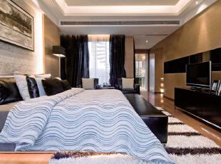 北京别墅装修设计—卧室 卧室,是家庭居室的重要组成部分。精美的地毯,精致的现代挂画,整个风格豪华、富丽,充满强烈的动感效果。 主色调为黑白灰 用暖色调来做电视背景墙。,300平,38万,现代,别墅,卧室,黑白,蓝色,黄色,