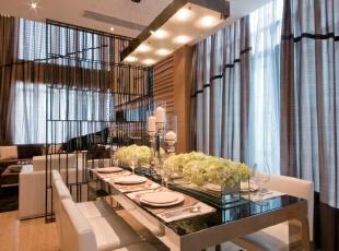 北京别墅装修设计—餐厅 餐厅是家居生活的心脏,不仅要美观,更重要的实用性,整体性。在经济、实用、舒适的同时,体现一定的文化品味。 柔和的灯光 配上浅色的家具,300平,38万,现代,别墅,餐厅,黄色,绿色,黑白,