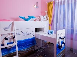 10儿童房:可爱的粉红基调的儿童房,家具是小业主心仪的海洋主题。深蓝空间特别设计的分拆式床体,手绘了海鸥与波涛。嵌入的书桌可拉出,亦可推回原位,腾出更大的活动区域。,100平,80万,混搭,三居,儿童房,现代,小资,白色,粉色,蓝色,