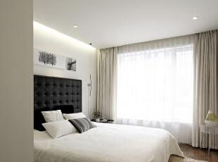 整套设计方案围绕现代简约为主题,色彩对比强烈,简洁,明快,使空间感增强。 简洁和实用是现代简约风格的基本特点。此方案在经济、实用、舒适的同时,体现一定的品味。不仅注重居室的实用性,而且还体现出了现代社会生活的精致与个性,符合现代人的生活品位。墙面的装饰,更体现现代简约的之感。 创造一个温馨,健康的家庭环境。不需要多复杂,不需要多奢华,高纯度色彩加线条简洁的家具,营造一个现在舒适的家。现在简约的风格,让我们劳累了一天回到家里感受到的不再是工作时的那种紧张感,而是在一个简单环境下,让我们放松自己的心灵,让我们精致细节将生活演绎的生动美好。,86平,6.1万,现代,两居,卧室,黑白,