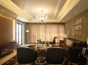 客厅:线条简洁的欧式沙发展现现代风格,高贵、典雅又不失浪漫气质,194平,20万,欧式,三居,客厅,黄色,