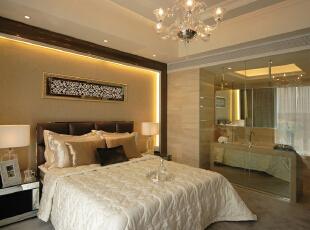 卧室的整体感觉端庄优雅,仿佛将人带入十八世纪保守意大利贵族的舞会中,欧式风格也是最能体现身份地位的一种风格。,194平,20万,欧式,三居,卧室,黄色,