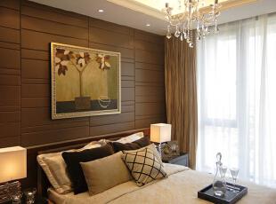 卧室:繁花似锦的地毯,奢华的装饰镜,敦厚精美的床,都能带出古典欧式风格特有的质感。,194平,20万,欧式,三居,卧室,黄色,黑色,