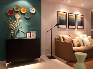 客厅设计效果图 简约主义设计的基本目的恰恰是为了把生活环境(物质的空间)与心理环境即(精神的环境)尽量地统一起来,让心理环境的生存空间能在外部的物质空间中体现出来,95平,7万,混搭,两居,