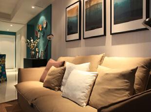 客厅设计效果图 慵懒舒适的双人布艺沙发,工作压力大的节奏下回到家后可以躺在舒适的沙发上,或许心情能放松下来。,95平,7万,混搭,两居,