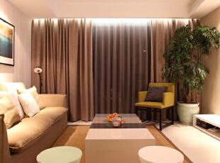 客厅设计效果图 客厅搭配个性的圆凳以及藤制地毯,可以让空间不再单调乏味,更多的而是时尚个性所在。,95平,7万,混搭,两居,