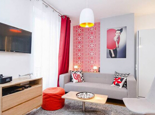 客厅区域以一块浅灰色长绒地毯划分出来,带来舒适的家居体验。红色窗帘让空间充满热情。电视柜使用了吊柜式,壁挂式电视解放了电视柜上层空间以做收纳使用,30平,2万,现代,一居,