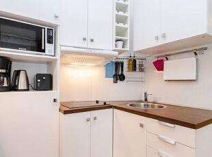 厨房空间并不大,但功能应有尽有,橱柜的收纳空间很足,各种电器有处可放,收纳格的设计可以满足不同物件的收纳需求,厨具的立面收纳设计也是省空间的好办法。,30平,2万,现代,一居,